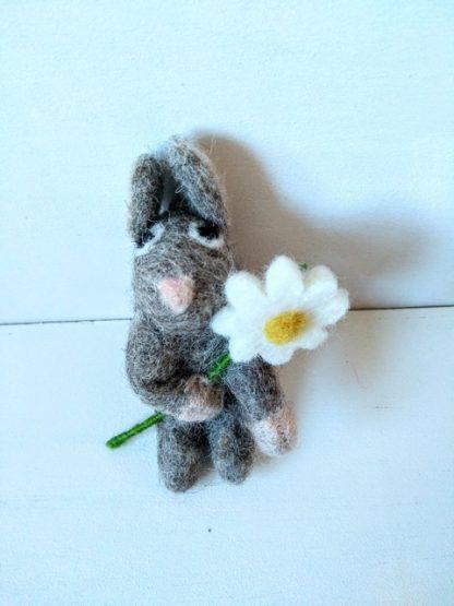 felt bunny with daisy